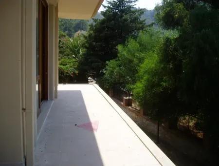 Marmaris İçinde Doğa Manzaralı 10 Oda 3 Salon Havuzlu 400 M2 Konak