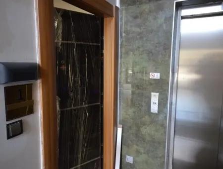 Marmaris Merkez Denize Yakın Sıfır Asansörlü 2 Oda 1 Salon Daire 120M2