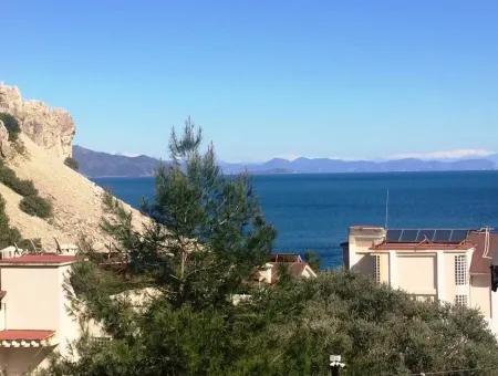 Marmaris Turunç Mahallesinde Deniz Manzaralı Bahçeli Satılık Tripleks Villa